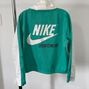 NIKE RETRO WINDBREAKER